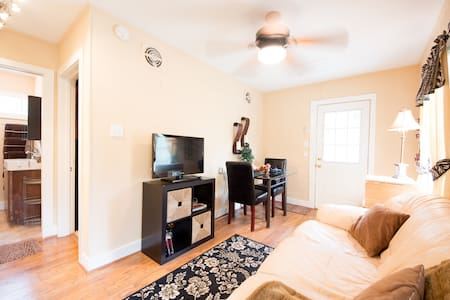 Adorable Apartment in Montrose - Houston - Wohnung