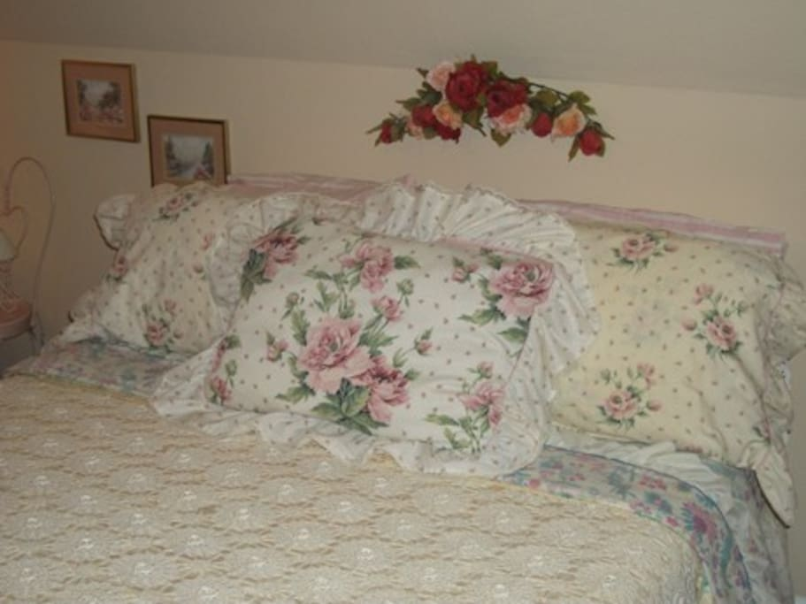 """The Rose Room With 500ct Sheets.And 4""""Memory Foam"""