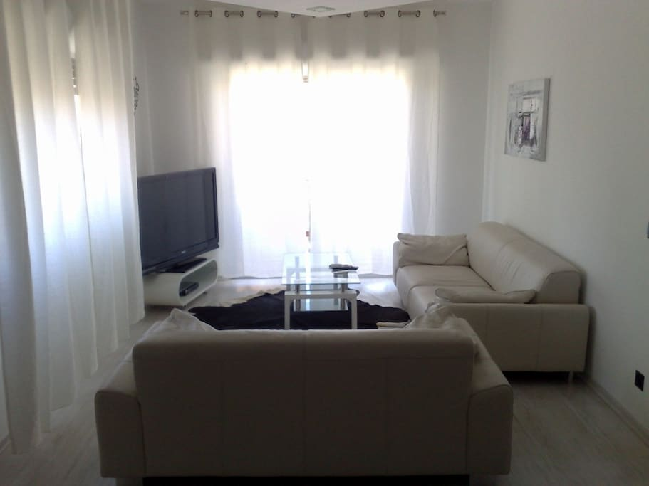 2bdr apartment, 100m to the beach