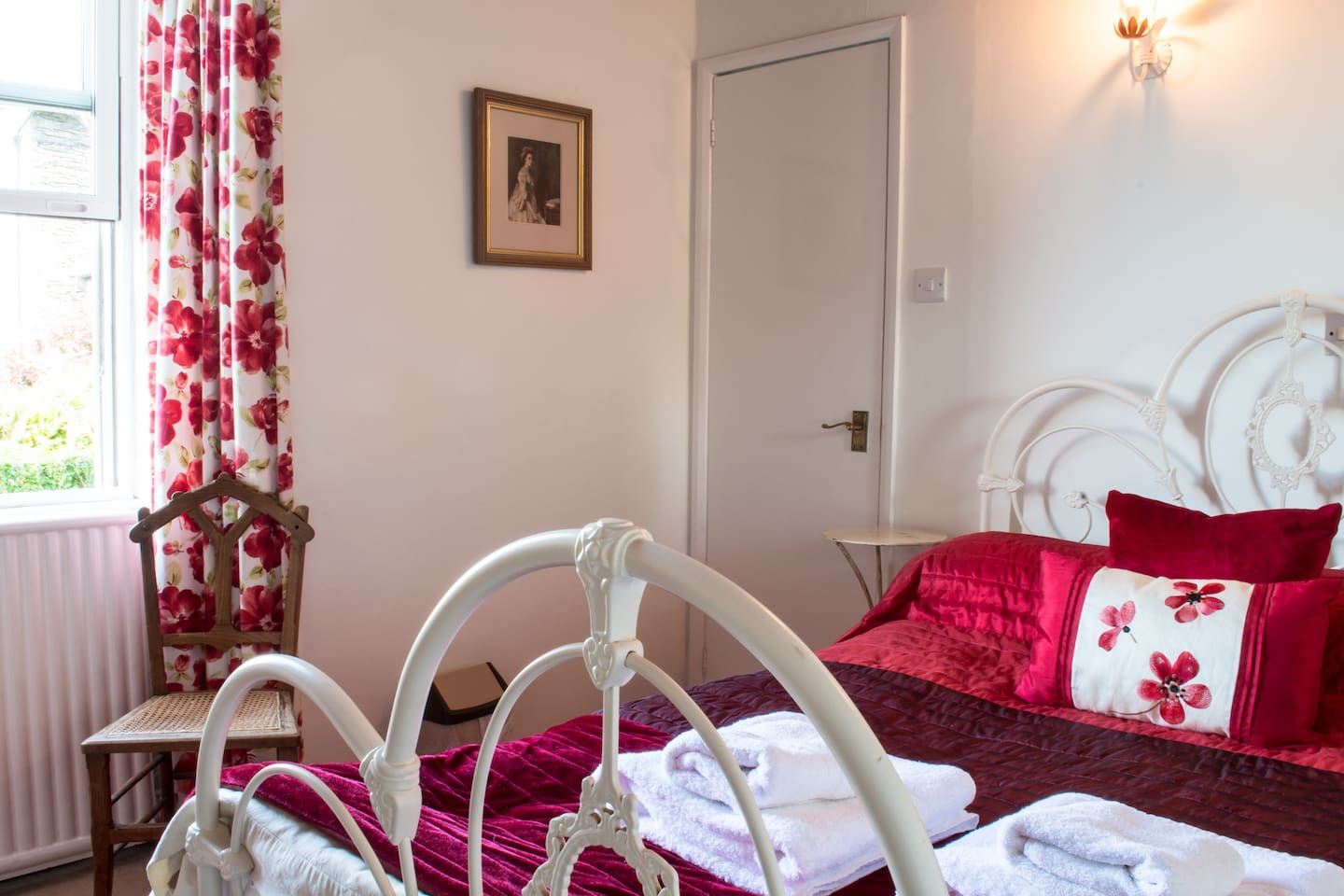 The Poppies is a small double room prettily decorated with Laura Ashley colours and soft furnishings situated on the ground floor of our Bed and Breakfast, Blenheim Lodge.