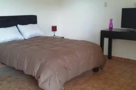 Cómoda habitación independiente - Cajamarca - House