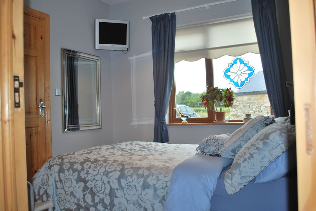 The Blue Room, double bedroom with nautical theme, and fully tiled en-suite with very strong shower