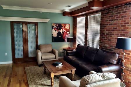 Luxury 2 Bedroom Penthouse Loft - Lone Tree
