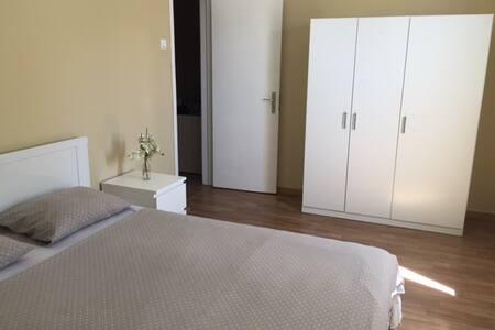Quarto em zona privilegiada de Lisboa. - Apartamento