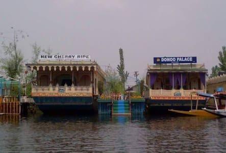 Houseboat Donoo Palace - Srinagar - Πλοίο