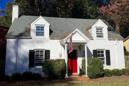Adorable cottage steps from Grounds - Charlottesville - House