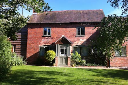 Cartref - Peaceful Country Cottage, rural setting - Abbots Morton - Hus