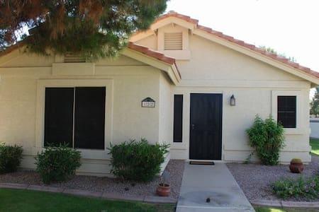 Quaint home in Gilbert AZ - ギルバート - 一軒家