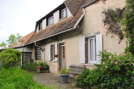 Maison campagnarde - Montacher-Villegardin - House