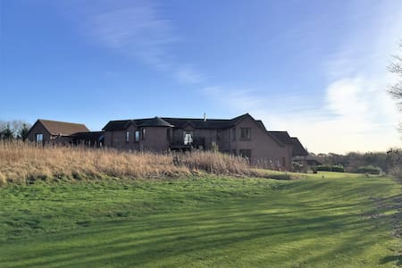 Outstanding new Golf property with Hot tub.Luxury - Hus