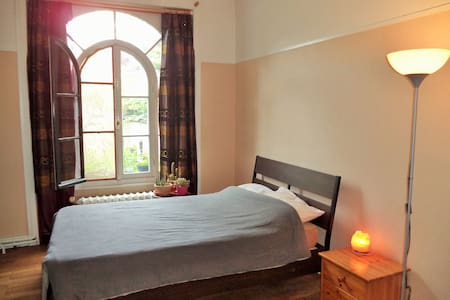 Bright & calm room 20m² - Close to shops & trams - Forest
