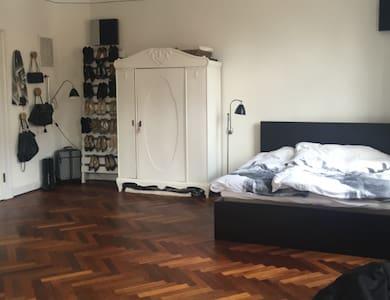 Stor herskabslejlighed- også med plads til børn:) - Odense - Apartment