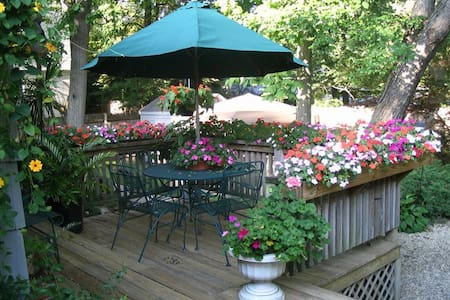 One-bedroom home with garden oasis & breakfast - North Andover - Hus