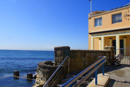 Apartment, Coogee Beach steps away. - Lejlighed