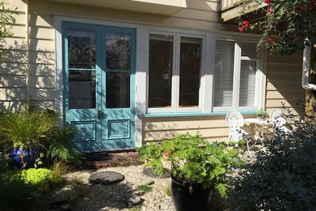 Lovely sunny garden apartment - Auckland