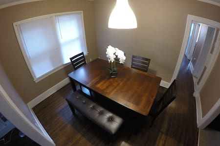 Room in prestigious Windsor area! - Windsor - House