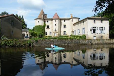 château des Martinanches, confort et authenticité. - Saint-Dier-d'Auvergne - Slott