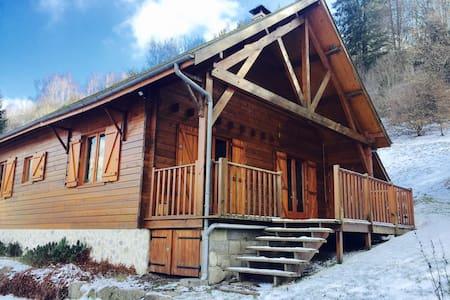 Super chalet en bois en Auvergne - La Bourboule - Dağ Evi