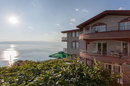 Discover the beauties of Ohrid Lake - Dolno Konjsko - Huvila