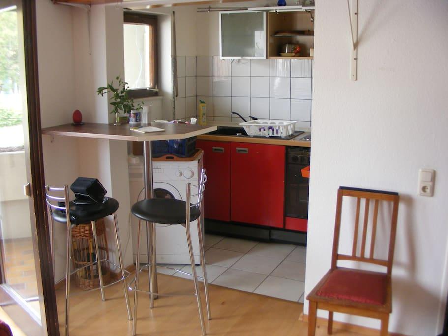 Küche mit Essecke, inkl. Kühlschrank, Mixer, Toaster, Kaffeemaschine,  etc.