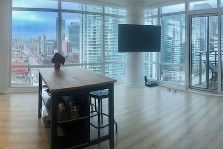 CORNER PENTHOUSE SUITE - HEART OF TORONTO!! - Toronto - Appartement en résidence