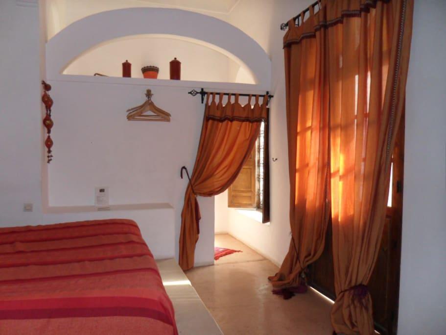 Room Tahmira