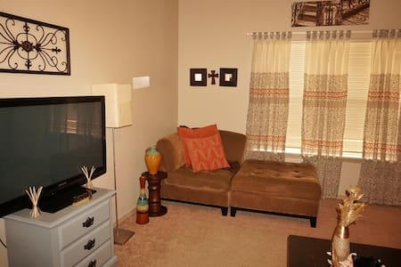 Cozy space near Razorback Stadium and XNA - Fayetteville - Penzion (B&B)