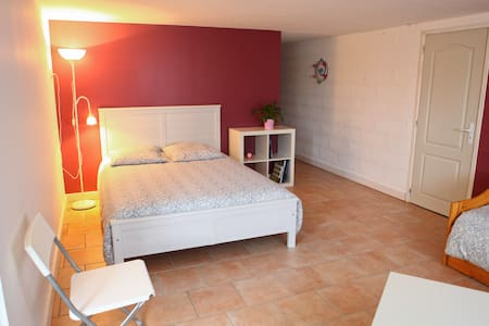 Nice bedroom near Saint-Emilion - Bed & Breakfast