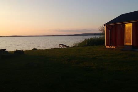 Lake-side cottage - House