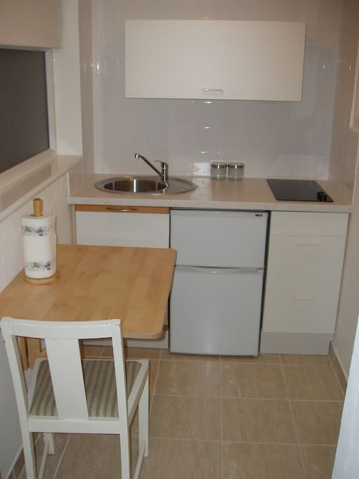 Fully equipted Kitchen and foldable table