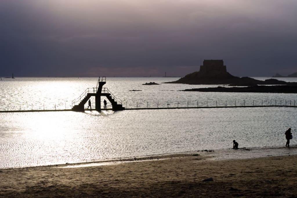 La plage, l'une des plus belle de St Malo, à quelques mètres de l'appartement.