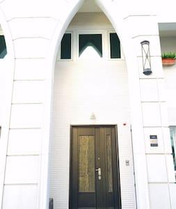 聖荷西莊園  雙人套房  揮別都市的喧嘩 來到此地的豪華風情千萬別墅 - 沙鹿區 - Bed & Breakfast