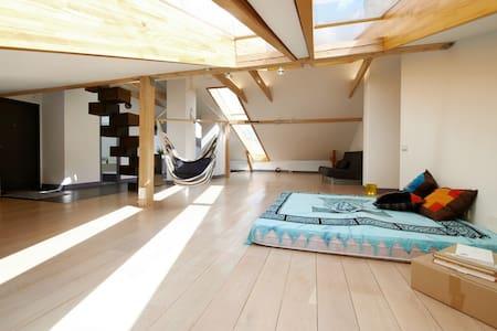 Loft in Art-Nouveau district, 2 BRs - Appartement