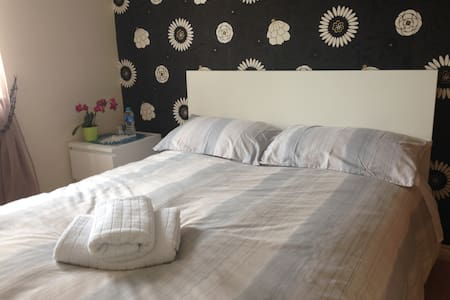 Charming room whit private parking - Ellesmere Port - Casa