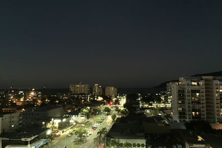 Ocean view hotel studio at the City - Cairns City - Appartamento