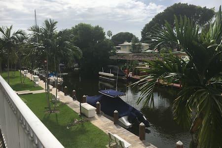 Miami Shores Spacious Apt on Water - Miami Shores