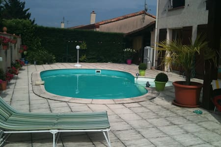 Room type: Private room Property type: House Accommodates: 2 Bedrooms: 1 Bathrooms: 0.5