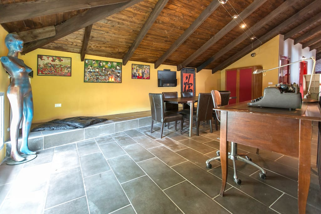 QUIET & LARGE APT IN COUNTRY HOUSE