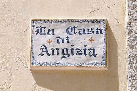 CASA DI ANGIZIA2 IDEALE PER FAMIGLI - Huoneisto