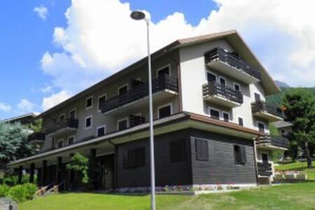 Centro Aprica, in elegante palazzin - Appartamento