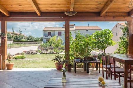 Una casa en la isla continente - Casa