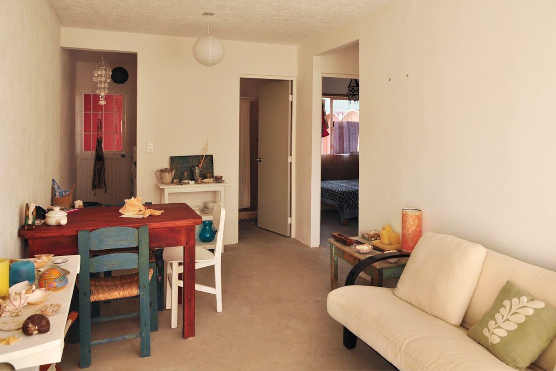 Acogedora estancia con sofá cama