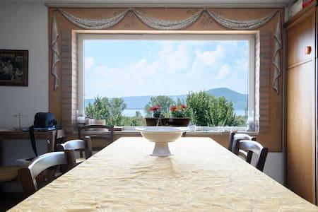 La Finestra sul Lago : Room 3 - Ronciglione - Bed & Breakfast
