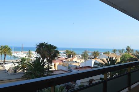 APARTAMENTO DUPLEX CON VISTAS AL MAR - Apartamento
