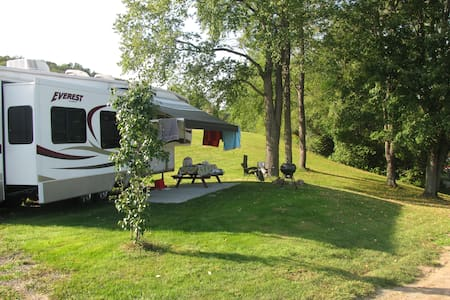 Deluxe RV at Tall Pines Campground - Bainbridge
