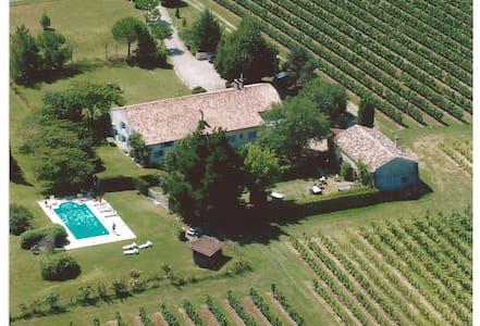 Le Domaine du Vircoulon (15 à 30p) - House