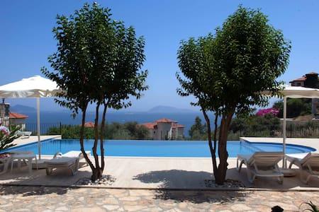 Mavi Manzara holiday home with pool - Casa