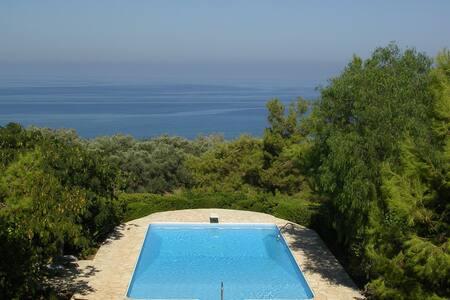 Beautiful villa with tennis court - Nea Dimmata - Rumah