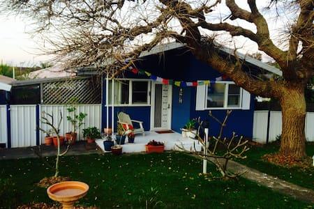 The Blue Cottage in Bateau Bay - Casa