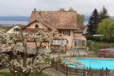 Priv. room betw. Geneva & Lausanne - Aubonne - Huis